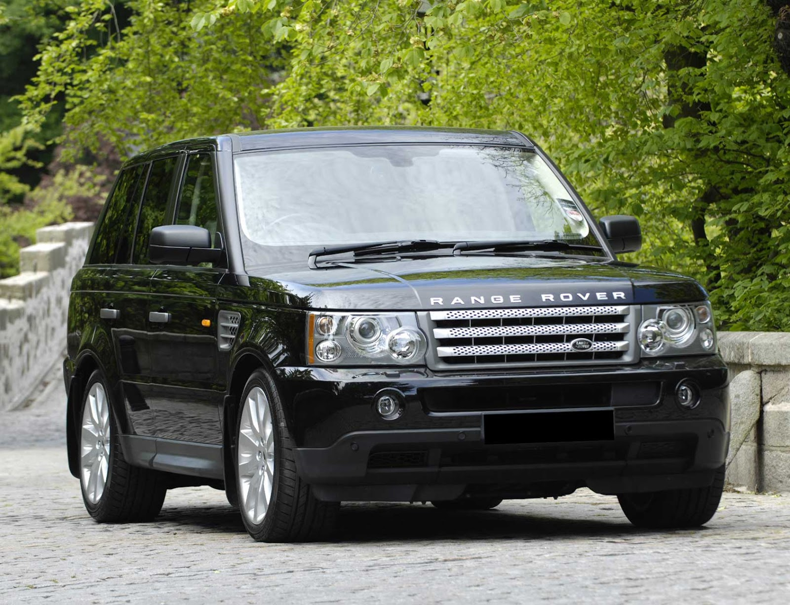 Ramblings of Doug Who would drive a black Range Rover