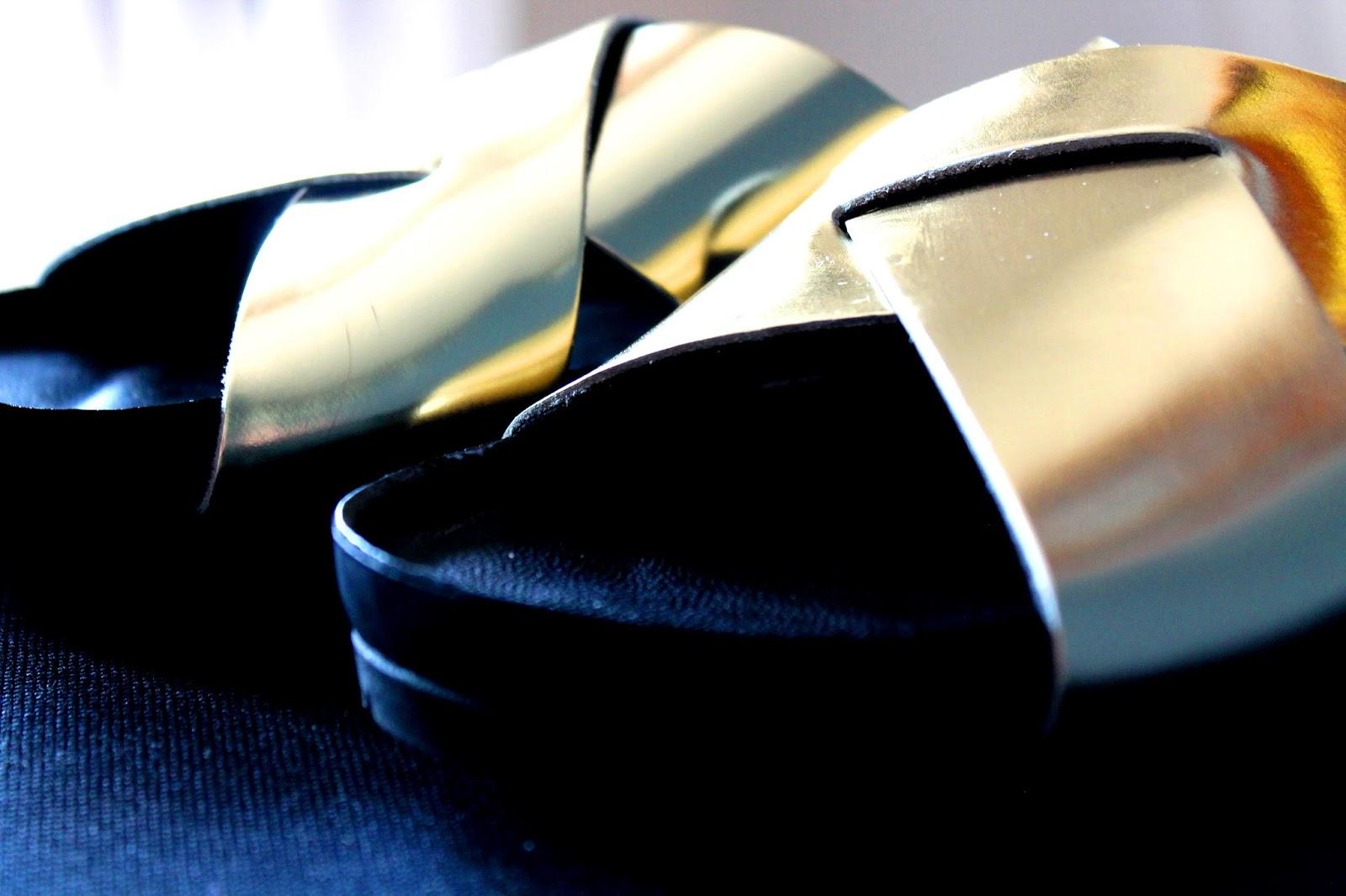 Golden shoes | Alinan kotona blog