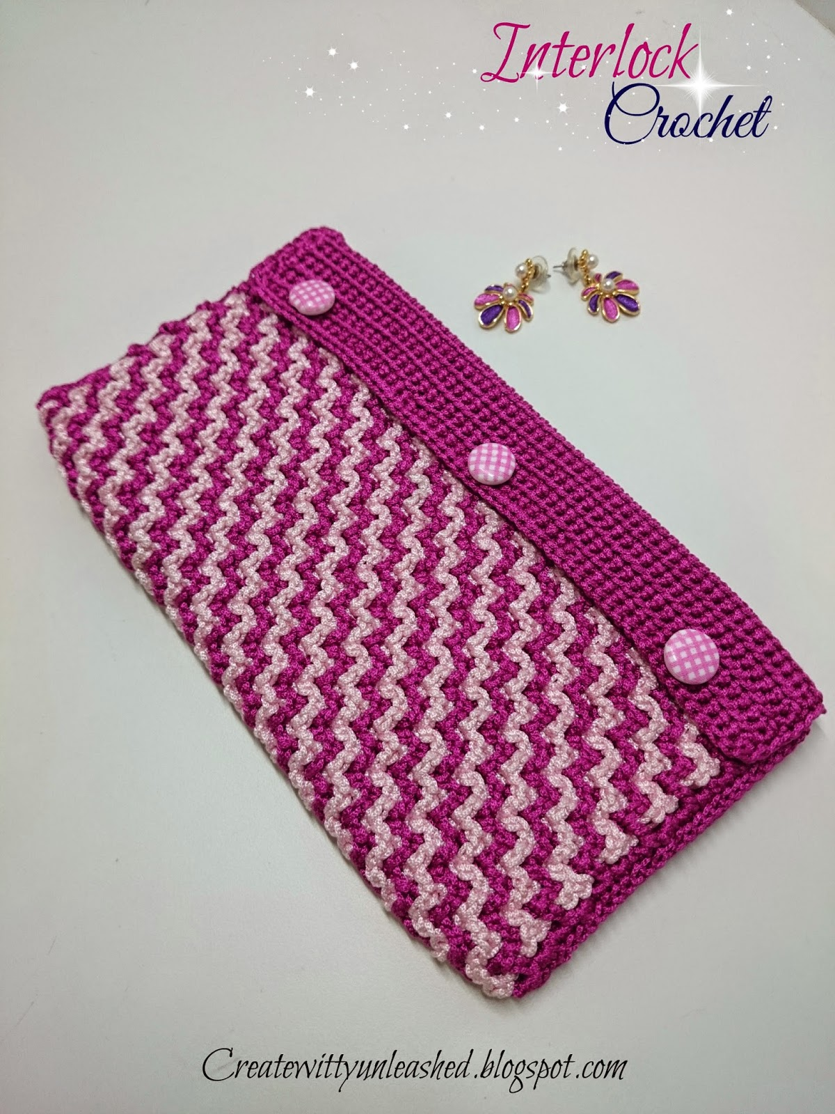 Interlock crochet purse