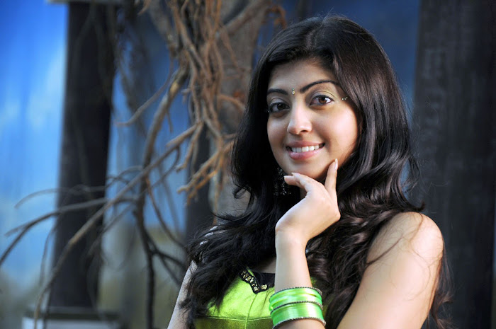watch pranitha from udhayan movie