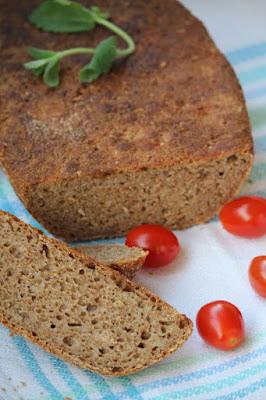 Chleb z kaszą gryczaną (z garnka rzymskiego)