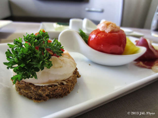 JAL First Class trip report on JL005: Amuse bouche