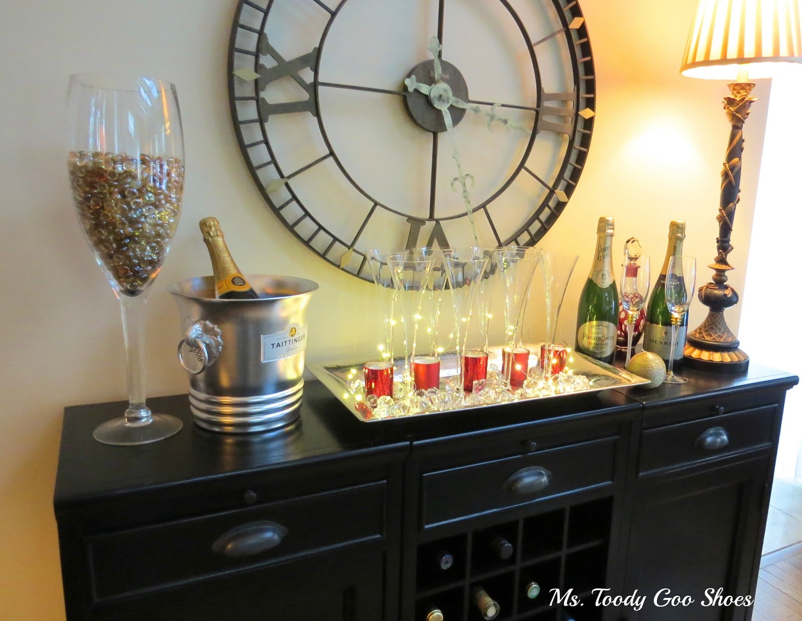 A Bubbly New Year's Eve Centerpiece that takes only 30 seconds to make!  --- by Ms. Toody Goo Shoes