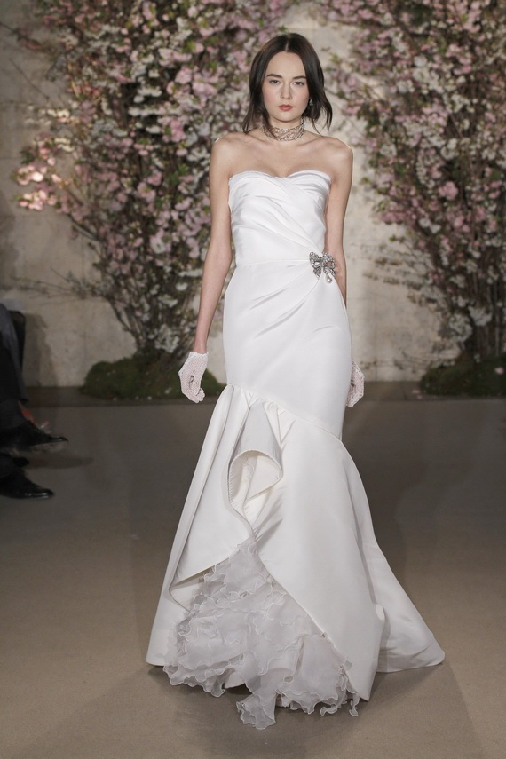 Oscar de la renta wedding dresses for Where to buy oscar de la renta wedding dress