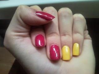 http://femalepleasurelola.blogspot.com/2011/07/dwukolorowy-manicure.html