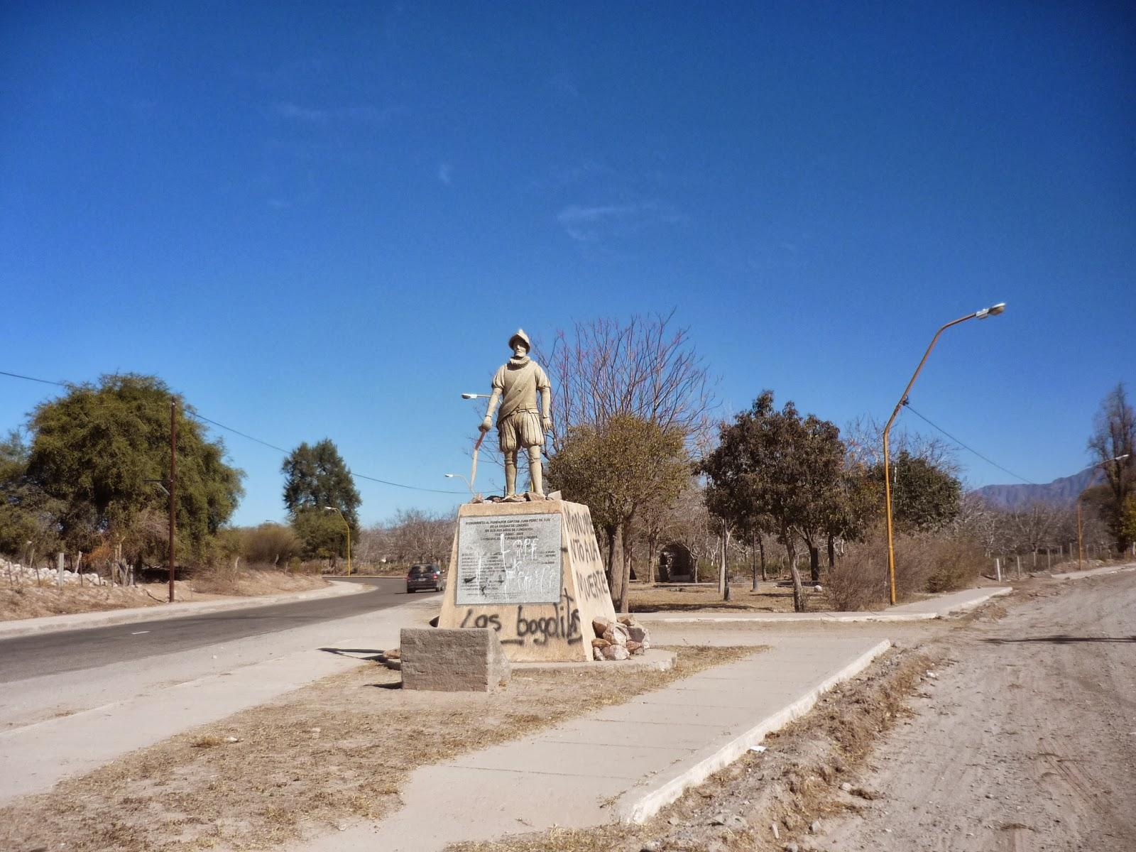 Negrada K arruinó monumento en mi pueblo