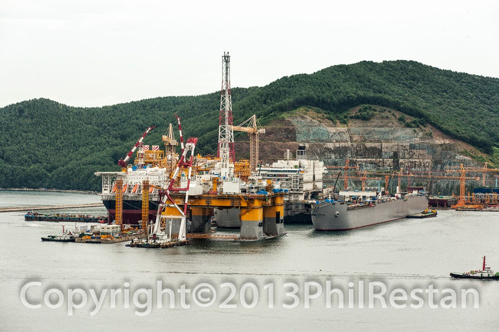 Image of the rig Deepsea Aberdeen  Deepsea Aberdeen Daewoo Shipbuilding & Marine Engineering's yard in South Korea.