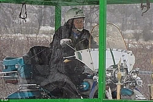 Gila..!!, Pria Ini Dimakamkan Dalam Posisi Duduk Diatas Sepeda Motor Kesayangannya