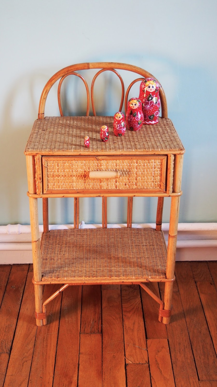 Table de chevet en rotin vintage g n ration vintage - Table de chevet rotin ...