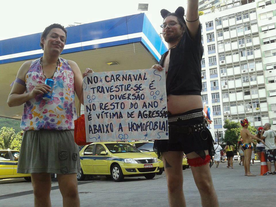 Vestir de mulher no carnaval