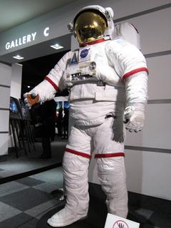 唯一、写真撮影が許されていた宇宙服の展示の写真