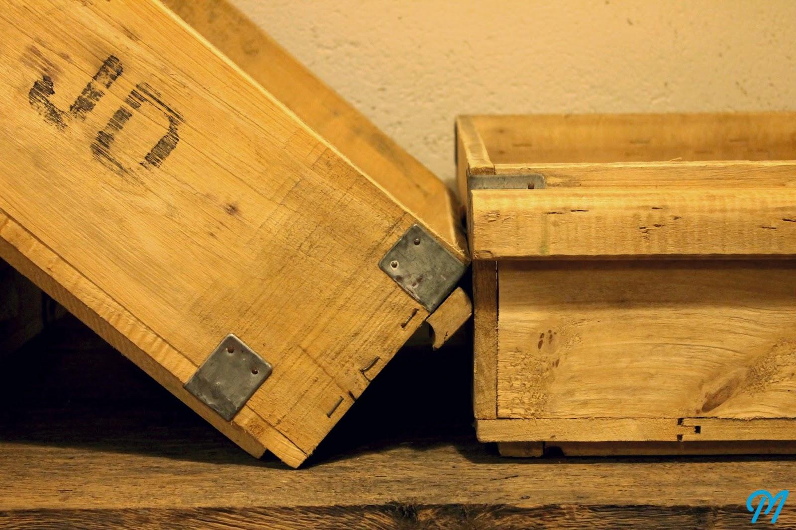 caisses en bois anciennes casiers vintage. Black Bedroom Furniture Sets. Home Design Ideas