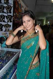 Zareen Khan Saree Pictures 013.jpg