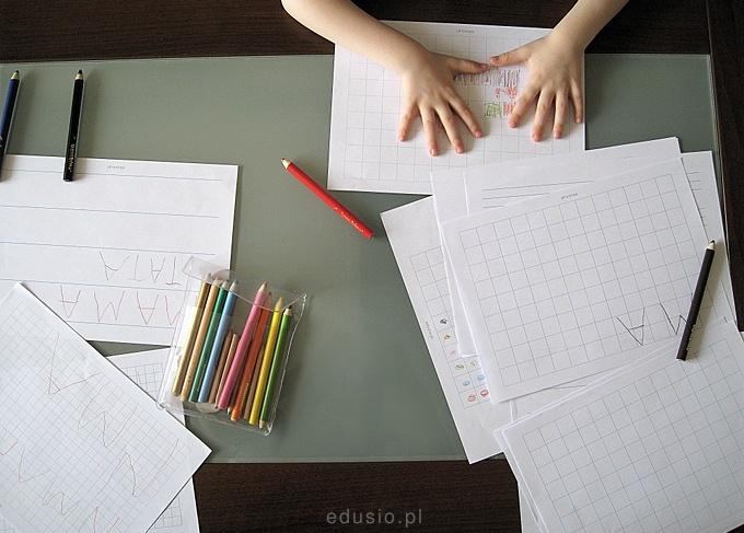 Do wydruku kartki w kratkę, linię i pięciolinię ;)
