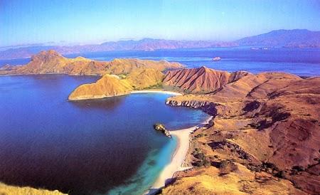 Pulau komodo tampak dari atas