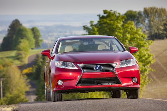 Front view of 2013 Lexus ES 300h