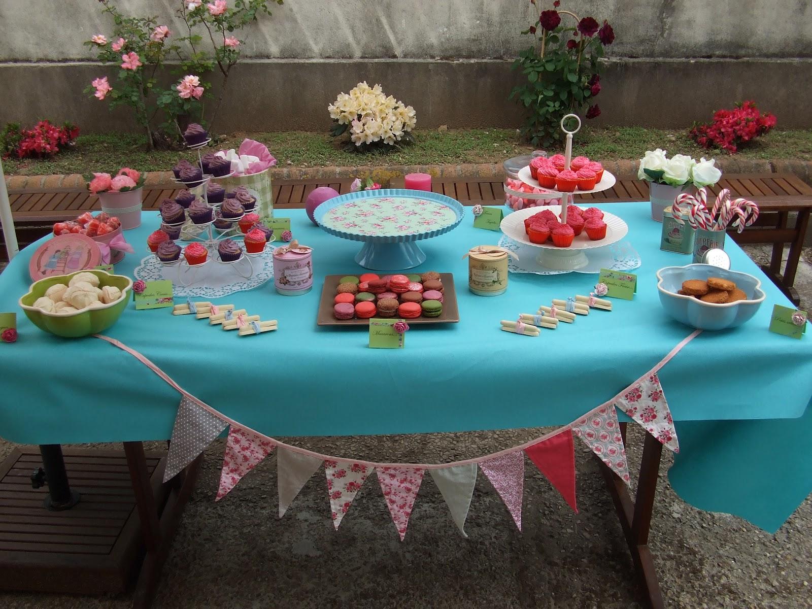table à desserts nappe bleu et bannière