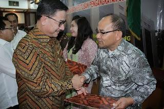 Menteri ATR/Kepala BPN Serahkan 151 SK Pengangkatan PPAT