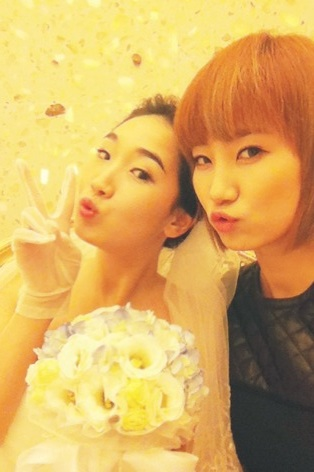 [PICTURE] Wonder Girls YeEun Photo Selca with Her Sister