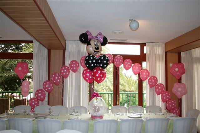 gigantes, y arcos de globos por las mesas. Una estampa inolvidable