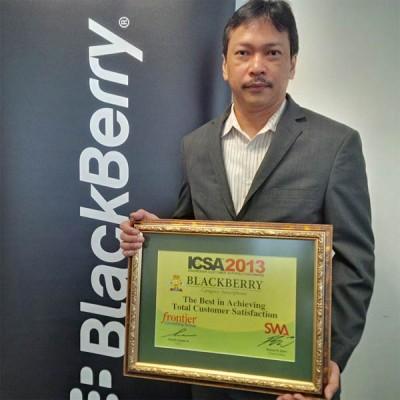 BlackBerry Sabet Penghargaan Indonesian Customer Satisfaction Award 2013