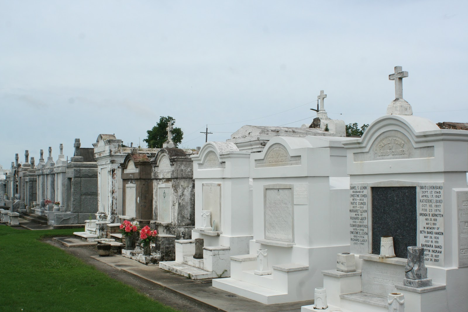 the carpetbagger the strangest things you can find in new orleans 39 cemetaries. Black Bedroom Furniture Sets. Home Design Ideas