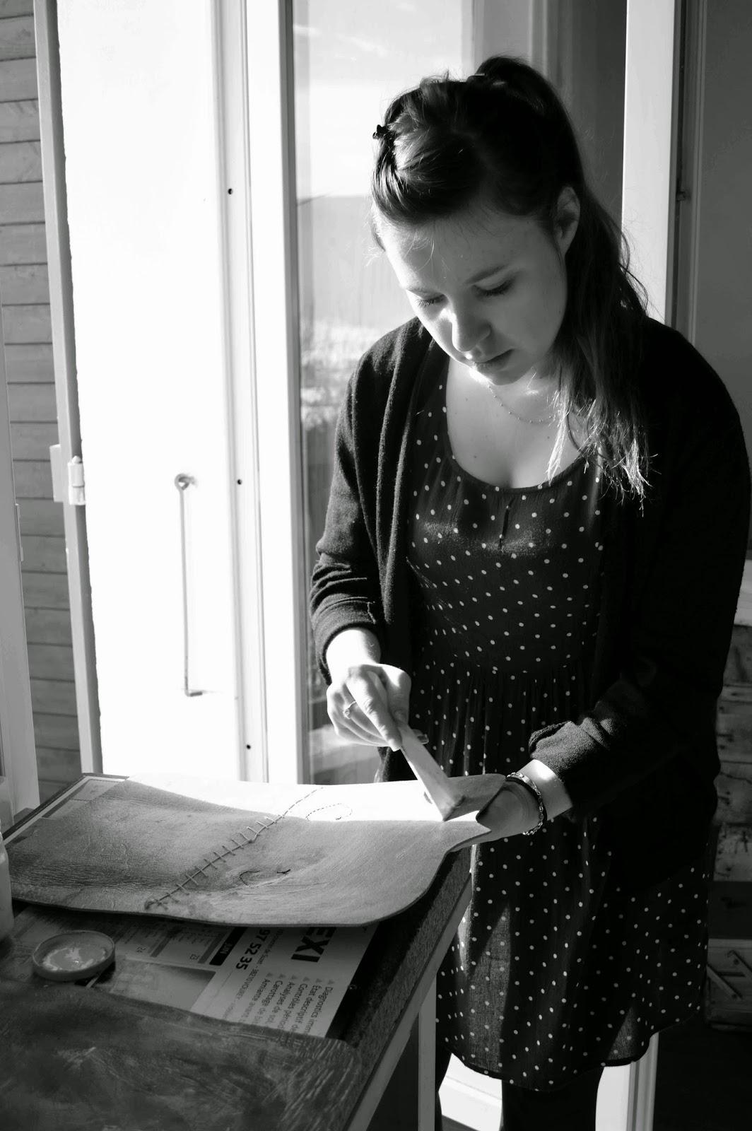 Lisette atelier fa rie cuir du vercors stage bac pro - Teinter du cuir ...