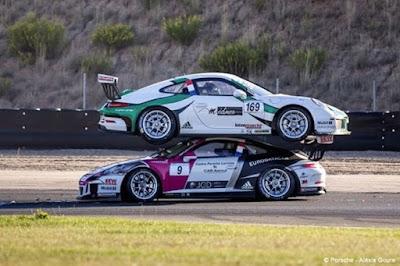 Παράξενο και εξαιρετικά σπάνιο ατύχημα με δυο Porsche σε αγώνα ταχύτητας