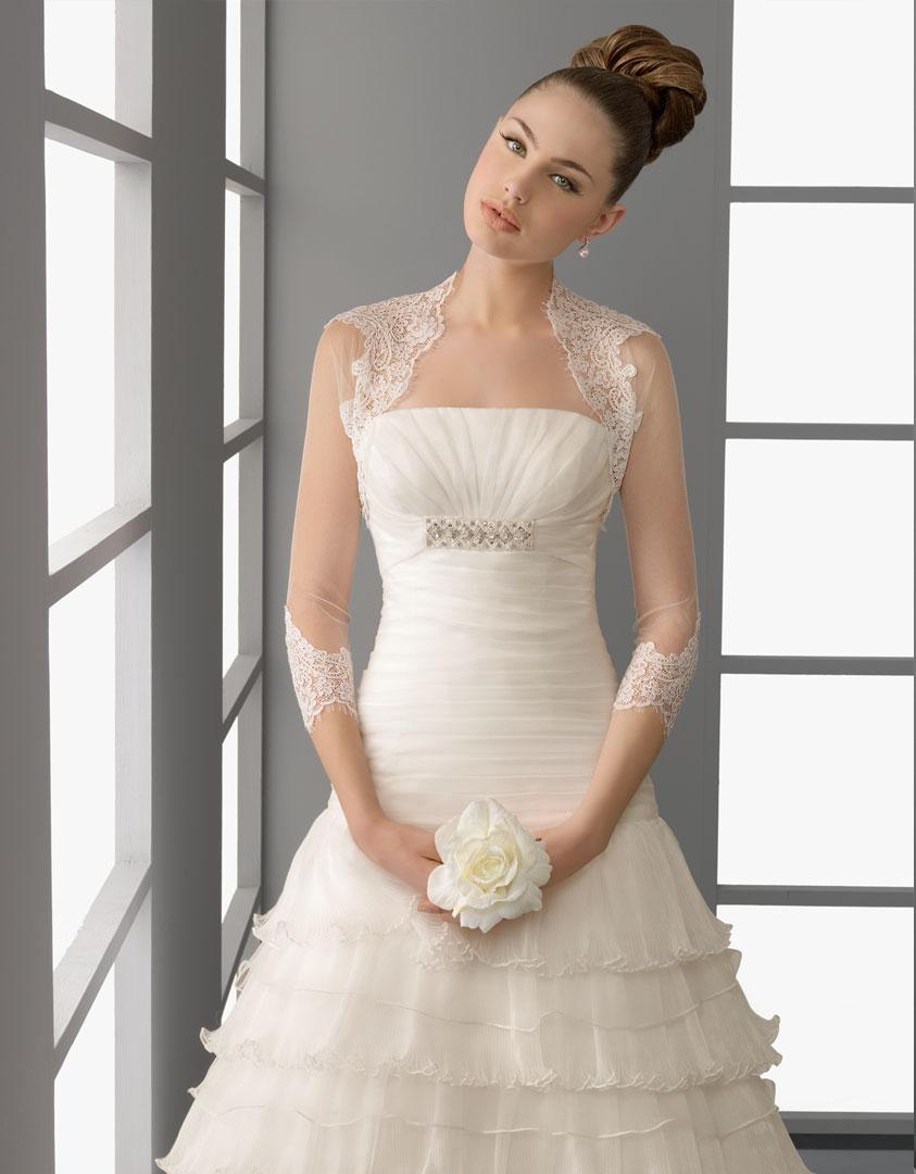 Vestidos de novia pegados al cuerpo con encaje