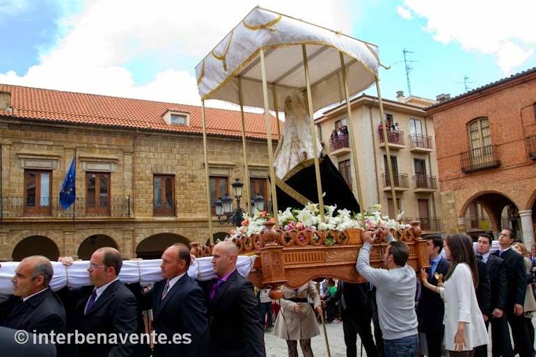 http://interbenavente.es/not/7183/la-procesion-del-resucitado-pone-fin-a-la-semana-santa-benaventana/