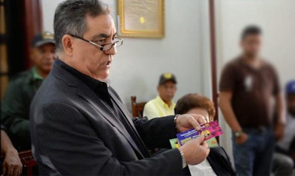 El alcalde de San Francisco de Macorís, Félix Rodríguez, aseguró que no es la primera vez que desaprensivos falsifican los bonos navideños.