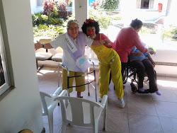 Apresentação da Palhacinha Marronzinha na Casa de Repouso São Francisco de Paula.