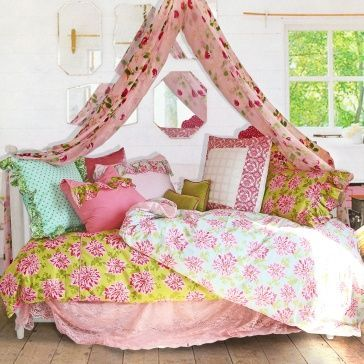 New home design ideas theme inspiration 11 canopy bed for Bohemian style daybed