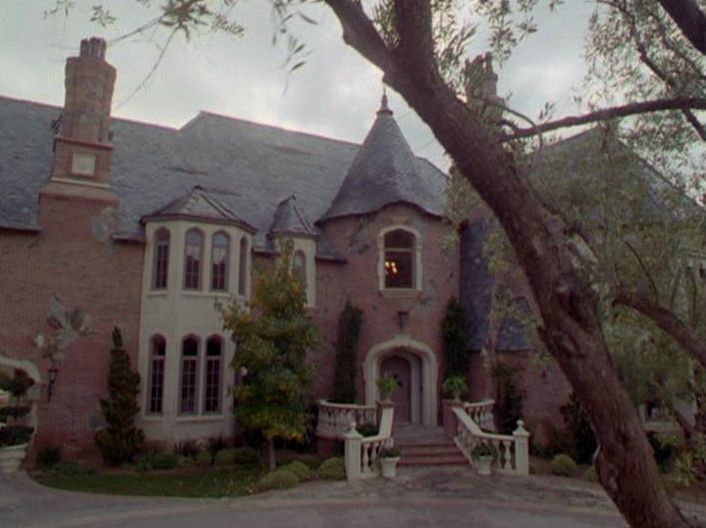 filming locations of chicago and los angeles charmed