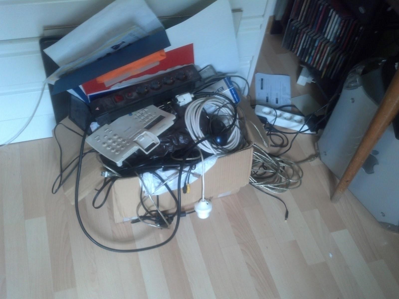 Historias de miss airgam la caja de los cables - Caja para ocultar cables ...