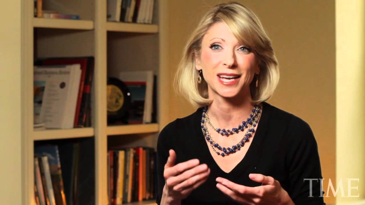 Amy Cuddy reads books