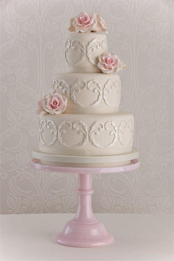 Filigree Designs for Cakes http://myperfectweddingcake.blogspot.com/2011/06/maisie-fantasie-wedding-cakes.html