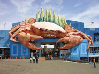 patung kepiting lamongan
