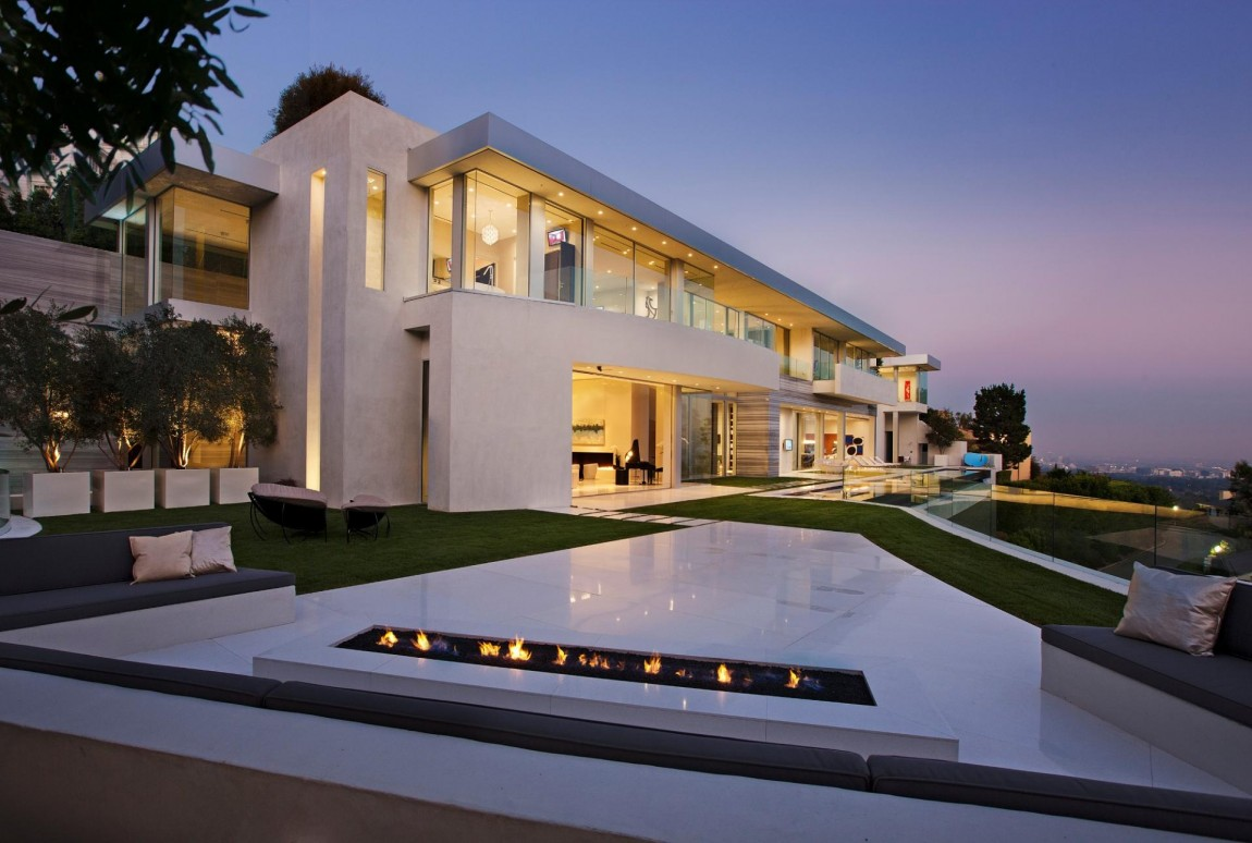Large modern home with lovely city views bel air los for Big modern house plans