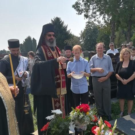 Епископ мохачки Исихије служио парастос у Ветернику