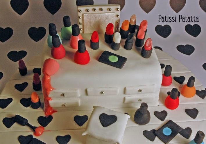 cake design, gâteau 3D, pâte à sucre, gumpaste, fondant, maquillage, vernis à ongle, rouge à lèvres, lipsticks,