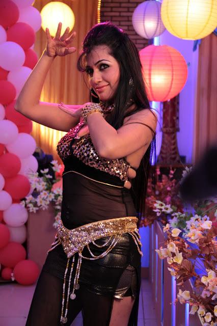 PUTRI MALU: Aarti Puri Latest Hot Item Song Stills