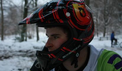 Tips dan Cara Memilih Helm Asli Berkualitas