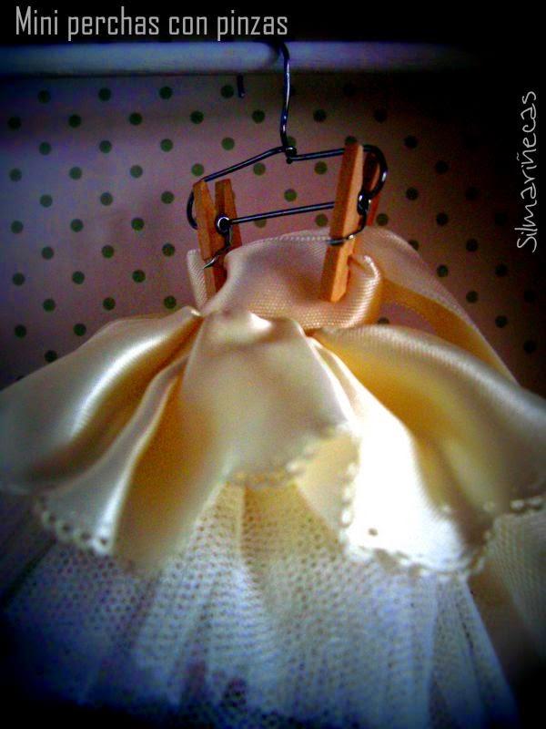 Cómo hacer perchas con clips, para colgar faldas