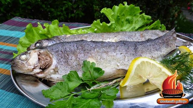 Soczysty pstrąg Mechanik grilluje ryba z grilla BBQ fisch lemon grillujemy pomysły na grilla cattering Pszczyna
