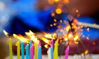 http://primerasnoticias.com/alavueltadelaesquina/2013/05/17/por-que-soplamos-las-velas-en-nuestro-cumpleanos/