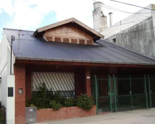 Techos livianos econ micos r pidos y convenientes for Casas con techos de chapa de color