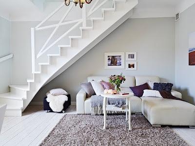 sala con escalera moderna