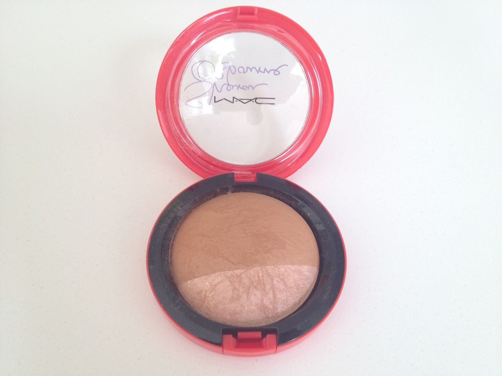 MAC Sharon Osbourne Mineralize Skinfinish in Refresh