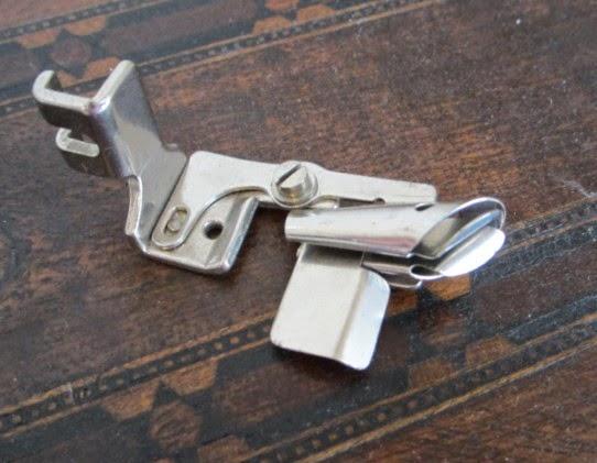 Le blog de callisto pied for Machine a coudre 8eme merveille